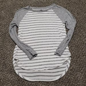 Gray stripe raglan